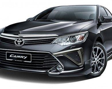 Ô tô Camry giảm 120 triệu đồng: Cú 'down' giá khó tin