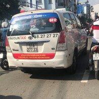 Taxi dán khẩu hiệu phản đối Grab, Uber đã vi phạm Luật Cạnh tranh?