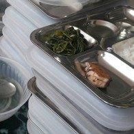 Trường nấu suất ăn 19.000 đồng chỉ có miếng cá nhỏ cho trẻ bị nhắc nhở