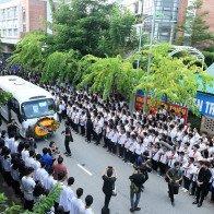 Hàng nghìn học sinh tiễn đưa thầy Văn Như Cương về nơi an nghỉ