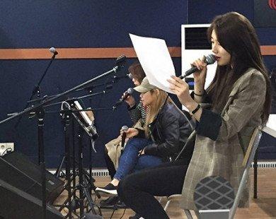 Đúng là đẳng cấp Suzy, chỉ ngồi tập hát thôi cũng hút hồn hệt như đang quay quảng cáo