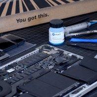 """iFixit: Từ bán linh kiện máy tính cũ đến cuộc đua """"mổ"""" iPhone"""