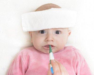 Trẻ sốt nên chườm nóng hay lạnh: Bố mẹ nào cũng phải nhớ để tuyệt đối không phạm sai lầm