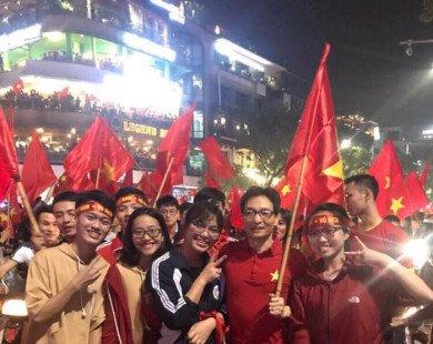"""Phó Thủ tướng Vũ Đức Đam đi 'bão"""" ăn mừng chiến thắng của U23 Việt Nam"""
