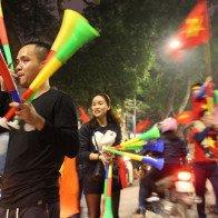 """Những dịch vụ """"sốt sình sịch"""" nhờ chiến thắng của U23 Việt Nam"""