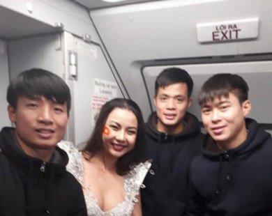 NTK trang phục và cả Minh Tú đều bức xúc về màn trình diễn bikini đón U23 Việt Nam của Vietjet Air