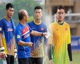 HLV Park Hang Seo đau đầu vì 3 thủ môn chơi quá xuất sắc