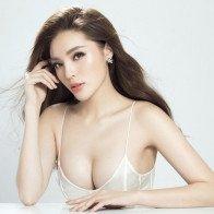 Hoa hậu Kỳ Duyên vòng 1 lấp ló căng đầy trong bộ ảnh kỷ niệm 22 tuổi