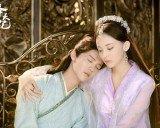 Những cặp tình nhân của màn ảnh Hoa ngữ bị nhận xét giống... mẹ con
