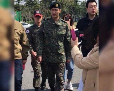 Xuất hiện sau khóa huấn luyện quân sự cơ bản, Lee Min Ho vẫn điển trai và thần thái như xưa