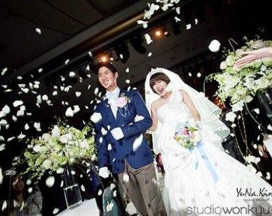 """Cứ mong chờ, biết đâu bạn sẽ cưới được idol của mình như những fan """"may mắn"""" này!"""