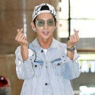 Chụp tạp chí đẹp như mơ nhưng hình ảnh đời thực của Lee Jun Ki lại khiến fan