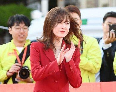 Không cần ăn mặc cầu kỳ, nàng Cỏ Goo Hye Sun vẫn xinh đẹp lấn át hết phần người khác