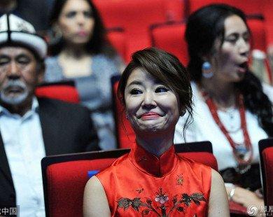 Lộ biểu cảm đáng sợ trong sự kiện lớn, Lâm Tâm Như lại khiến cộng đồng mạng tranh cãi
