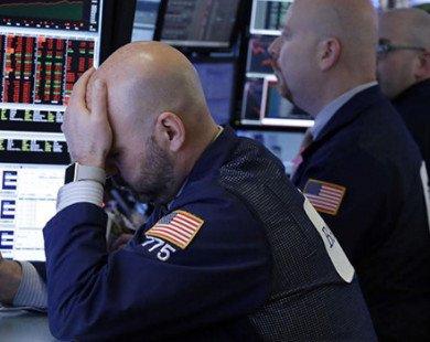 """Dow Jones mất gần 300 điểm do """"bóng ma"""" chiến tranh thương mại"""