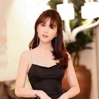Mặc váy siêu ngắn bó sát, Ngọc Trinh gợi cảm bậc nhất showbiz Việt?