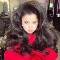 """""""Công chúa tóc mây"""" 5 tuổi gây sốt vì quá xinh"""