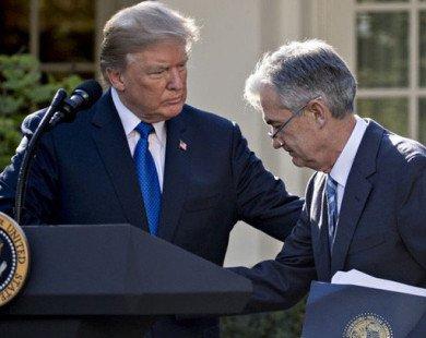 Tuyên bố không vui vì lãi suất lại tăng, ông Trump đang khiến nhiệm vụ của Fed thêm hóc búa