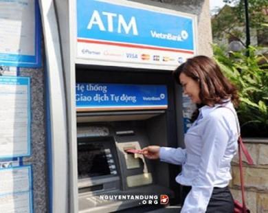 """Khách hàng bực bội vì một thẻ ATM đang gánh cả """"rừng"""" loại phí"""