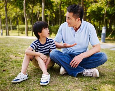 """""""Nhà mình có giàu không ạ?"""": Câu trả lời khác nhau của 2 ông bố khiến cuộc đời con cái rẽ theo 2 hướng trái ngược"""