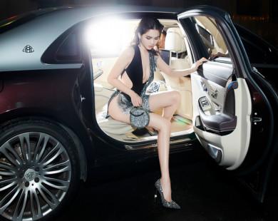Ngọc Trinh tiếp tục 'mặc như không' dự show thời trang