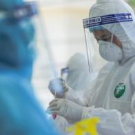 Lịch trình của BN994 từng đến 4 khoa của Bệnh viện E khám, tiếp xúc rất nhiều người