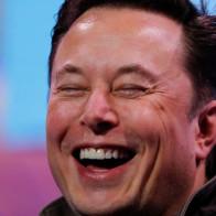 Vượt Jeff Bezos, Elon Musk chính thức trở thành người giàu nhất hành tinh