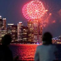Kinh tế Mỹ bùng nổ nhưng đang khiến cả thế giới đứng ngồi không yên